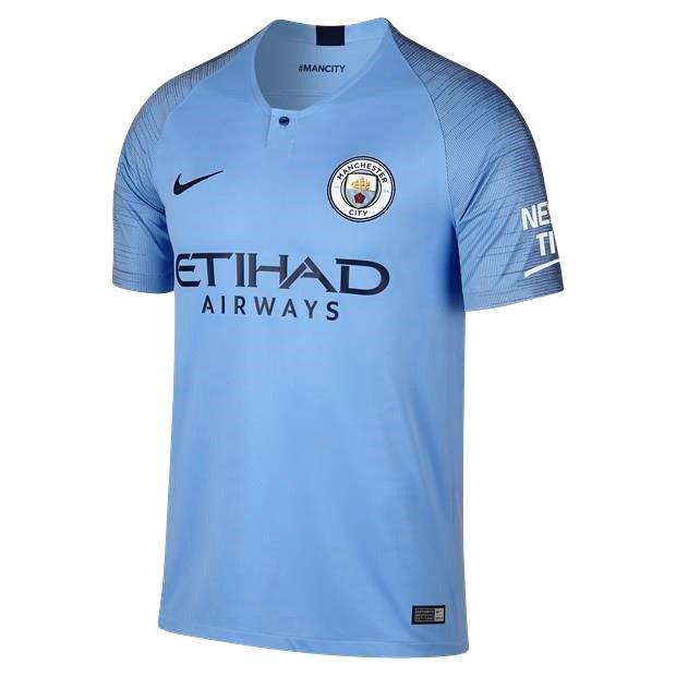 Amplie a imagem. Camisa Masculina Manchester City I 2018 19 Torcedor Nike  Camisa  Masculina Manchester ... c61604d38e76a