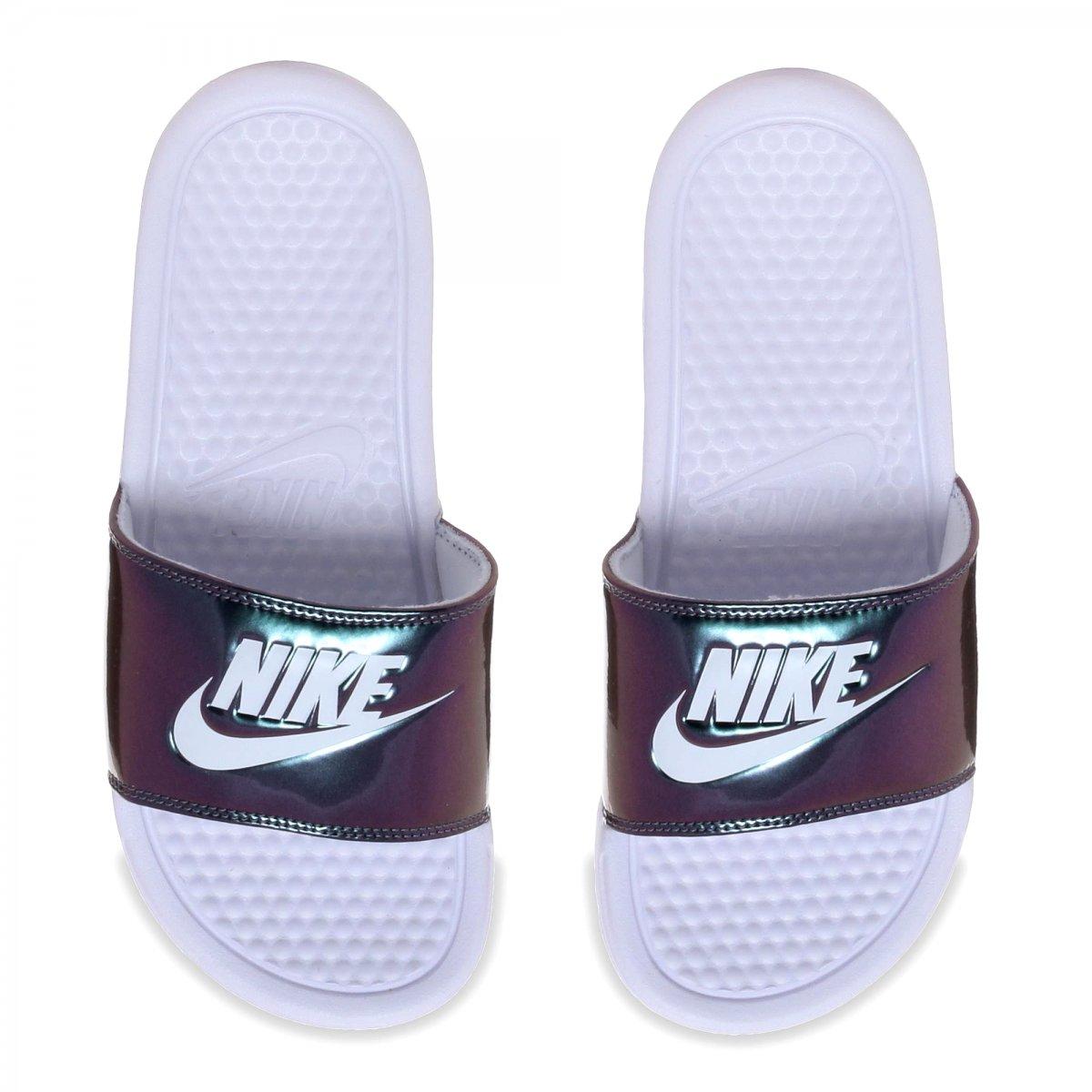 866d013a1e Passe o mouse para ver detalhes. Amplie a imagem. Sandália Nike WMNS  Benassi JDI Print Feminina ...
